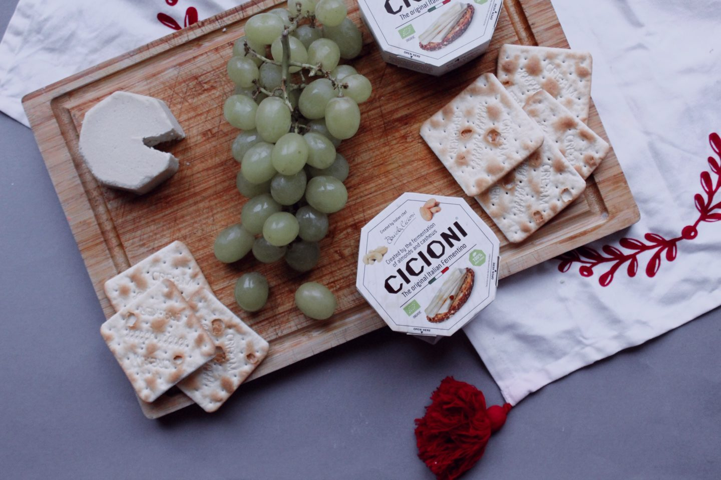 vegan cheeseboard with cicioni
