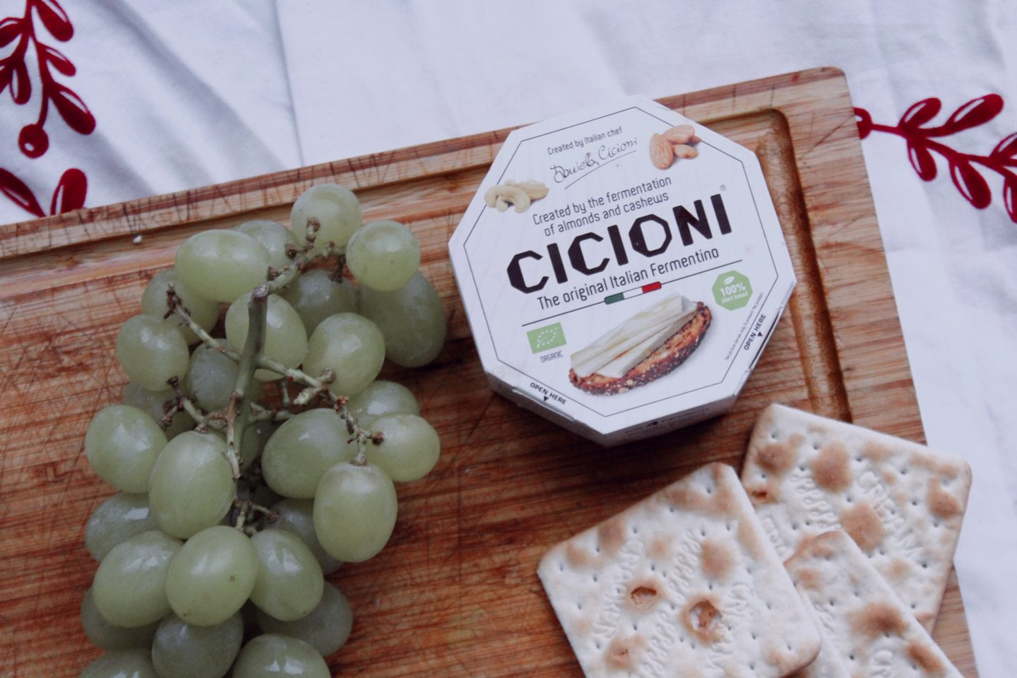 vegan cheeseboard with cicioni, cream crackers and grapes
